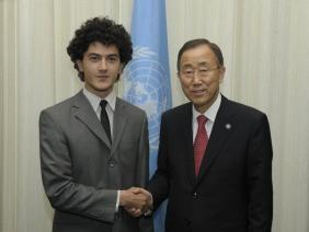 Bogdan Baciu, delegat de tineret la ONU impreuna cu Ban Ki-moon, Secretarul General al Organizatiei Natiunilor Unite