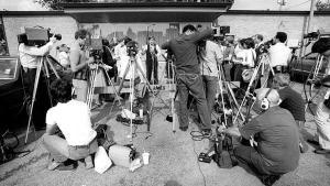 Conferinta de presa in timpul crizei Tylenol