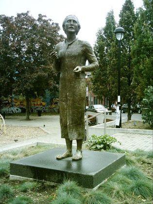 Statuia lui Eminescu din Montreal