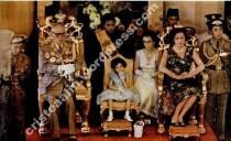 Sultanul si sultana inainte de incoronare. In mijloc, fiica celor doi, sultana Miriam, in 1955
